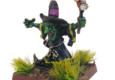 Bei Warband Miniatures gibt es einen verrückten Mini-Magier zu kaufen. Außerdem wurden Gußrahmen mit Waffen für Fantasy-Kampfschwestern gezeigt, die nach einer Umfrage auf Facebook auf Kundenwünsche hin gestaltet wurden.